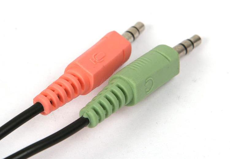 Tai nghe Microlab K 290 sử dụng jack cắm 3.5 mm tiện dụng